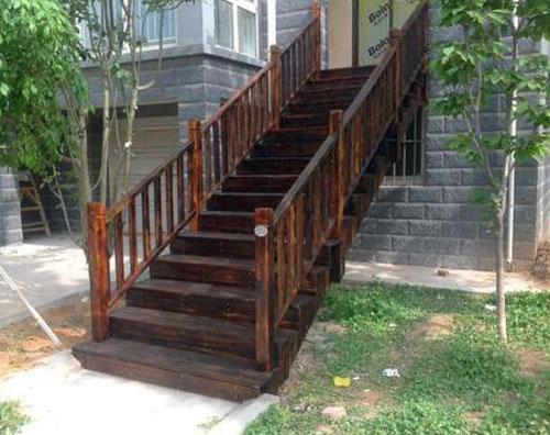 碳化木楼梯